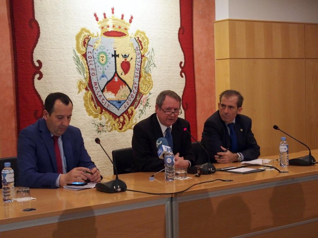 El delegado del Gobierno, el presidente del Consejo y el decano del Colegio de Abogados