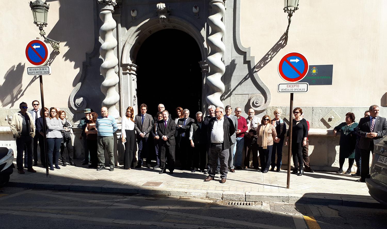 Concentración de los consejeros y trabajadores del Consejo Consultivo de Andalucía sumándose a la reivindicación del Día de la Mujer.
