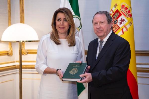 El presidente del órgano consultivo presenta la memoria de 2017 a la presidenta de la Junta de Andalucía, Susana Díaz.