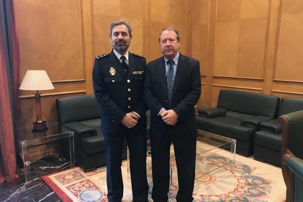 Visita institucional del jefe superior de la Policía Nacional en Andalucía Oriental, Jesús Redondo Sanz.