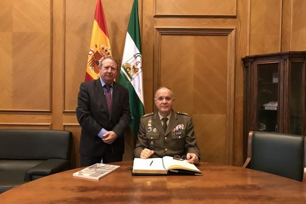 El nuevo jefe del Madoc, Jerónimo de Gregorio Monmeneu, visita al presidente del Consejo Consultivo de Andalucía.