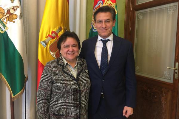 La presidenta con el alcalde de Granada, Luis Salvador