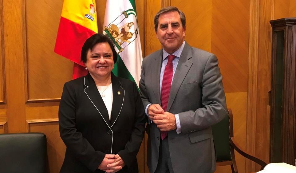María Jesús Gallardo junto a Leandro Cabrera