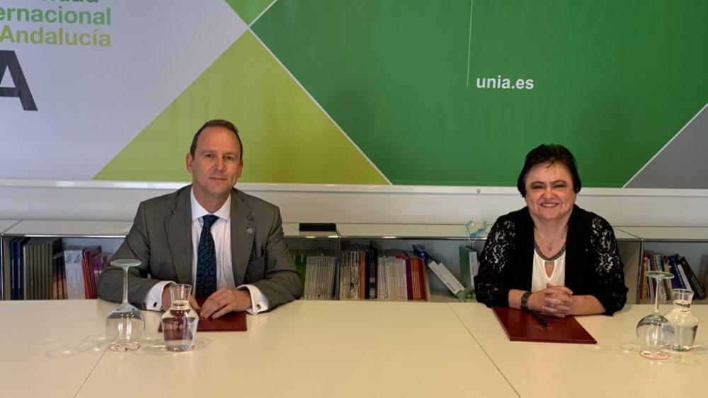 La presidenta del CCA Maria Jesus Gallardo junto al rector de la UNIA Jose Ignacio Garcia