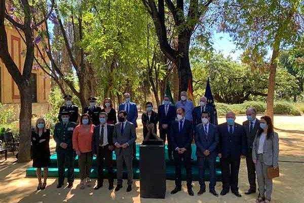 La presidenta del Consejo Consultivo asiste a la presentación de la escultura homenaje a los sanitarios del COVID-19